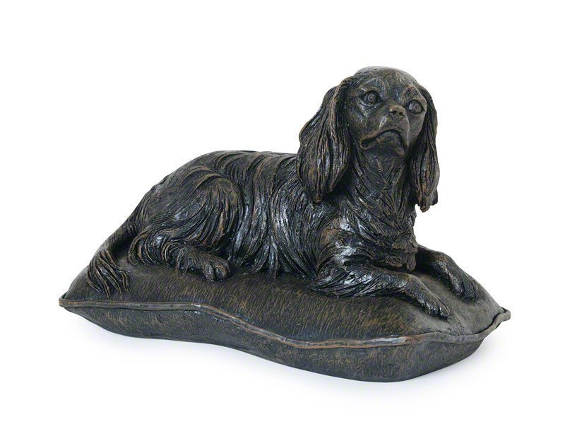 Beautiful figurine Cavalier King Charles Spaniel urns for pet cavvy CKCS dog ashes. Can be personalised.